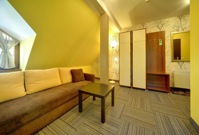 apartament-2-pokojowy-na-poddaszu-z-balkonem4