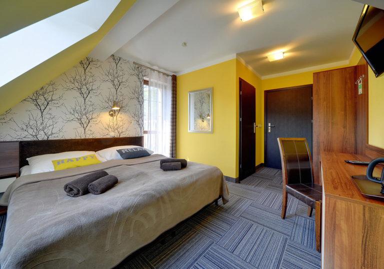 pokoj-2-osoby-z-balkonem-na-poddaszu2
