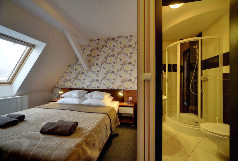 pokoj-2-osoby-z-balkonem-na-poddaszu5