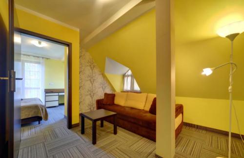apartament-2-pokojowy-na-poddaszu-z-balkonem3